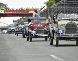 Desfile de Autos Clásico, museo sobre ruedas