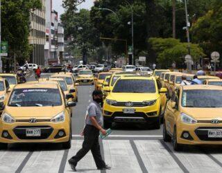 Taxistas protestaron en Cali para que los dejen ir y venir de Yumbo