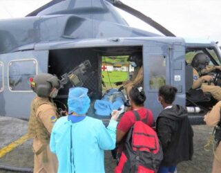 Armada pone a salvo la vida cuatro personas en el pacífico Colombiano